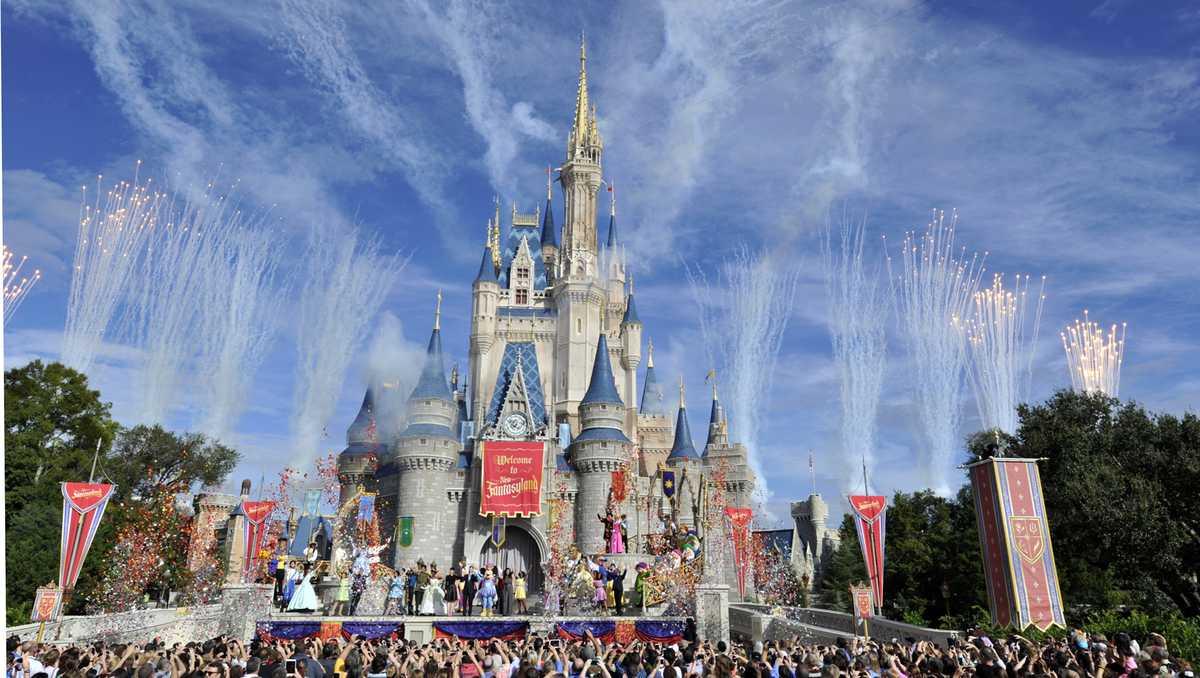 Man in Disney World wave pool has heart attack, dies