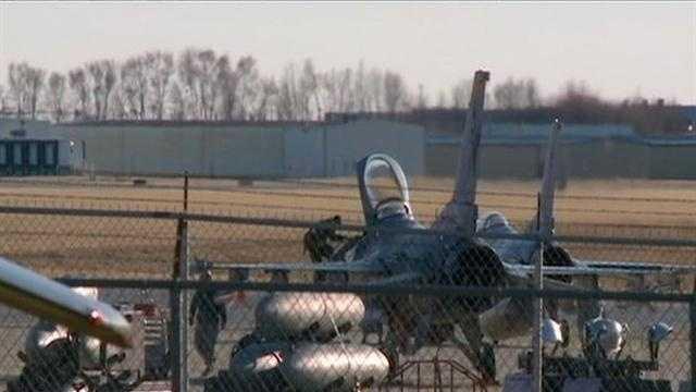 Military Cuts Iowa Guard f-16 - 30347793