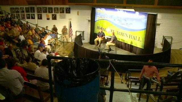 Hundreds of Iowans devastated by drought gathered at the fairgrounds Thursday night to hear from U.S. Secretary of Agriculture Tom Vilsack.