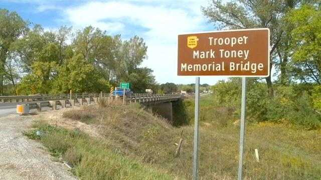 Indianola drivers are remembering an Iowa state trooper who died in the line of duty in 2011.