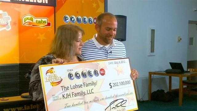 Iowa couple wins $202 million jackpot