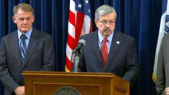 Branstad at podium