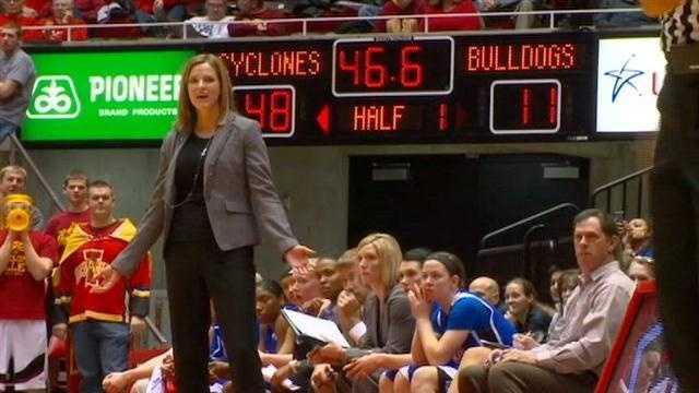 Jennie Baranczyk Drake Basketball
