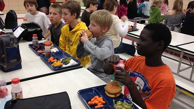 School lunch students eating