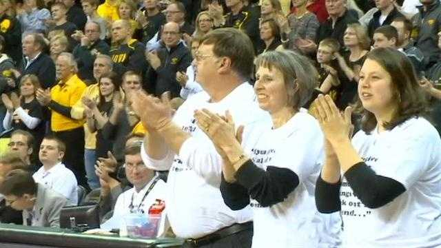 Emotional Hawkeyes honor Street with upset win