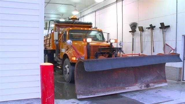 State troopers, IDOT crews battling winter storm