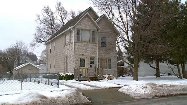 Man finger shot off House