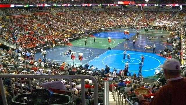 Wrestling fans invade Des Moines