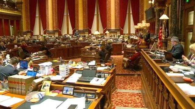 Iowa Senate votes to expand Medicaid