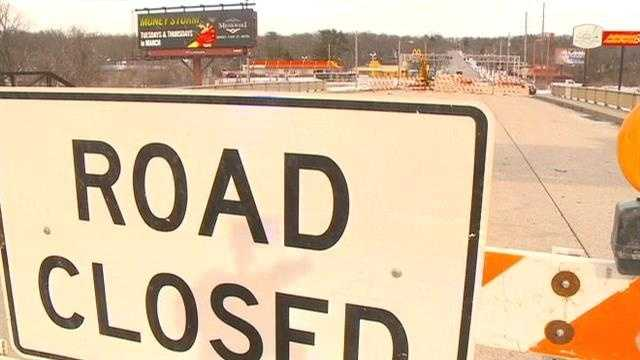 A Des Moines bridge crossed by 18,000 vehicles each day began being demolished Monday.
