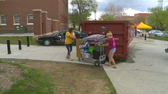 Students go green while moving out