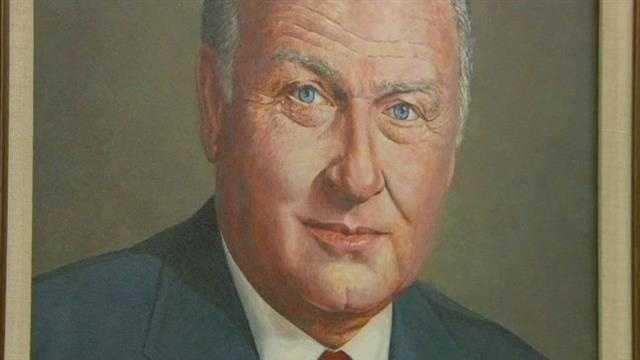 Iowa sports visionary E. Wayne Cooley dies
