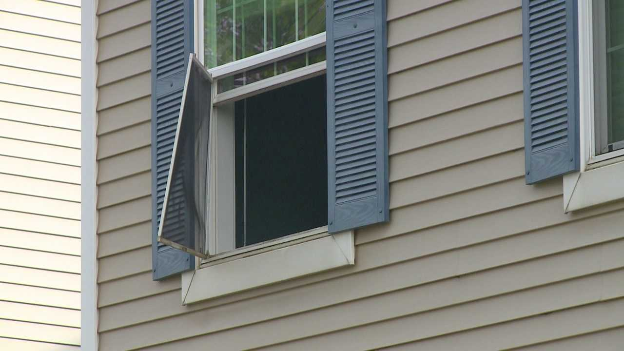 Toddler falls from window in West Des Moines