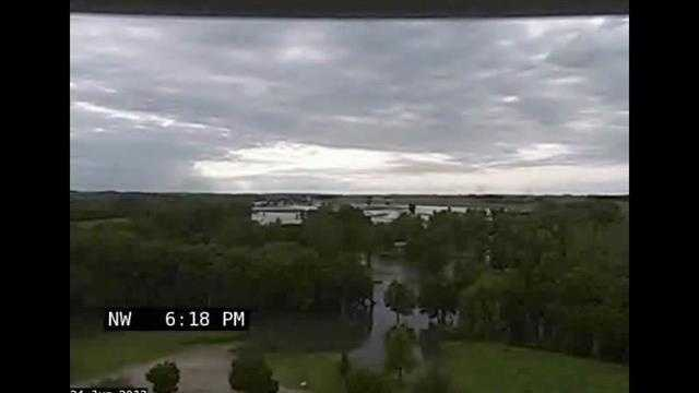 Caught on video: River flooding Iowa town