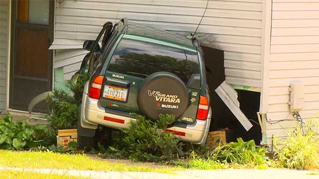 Car crash into house in Urbandale