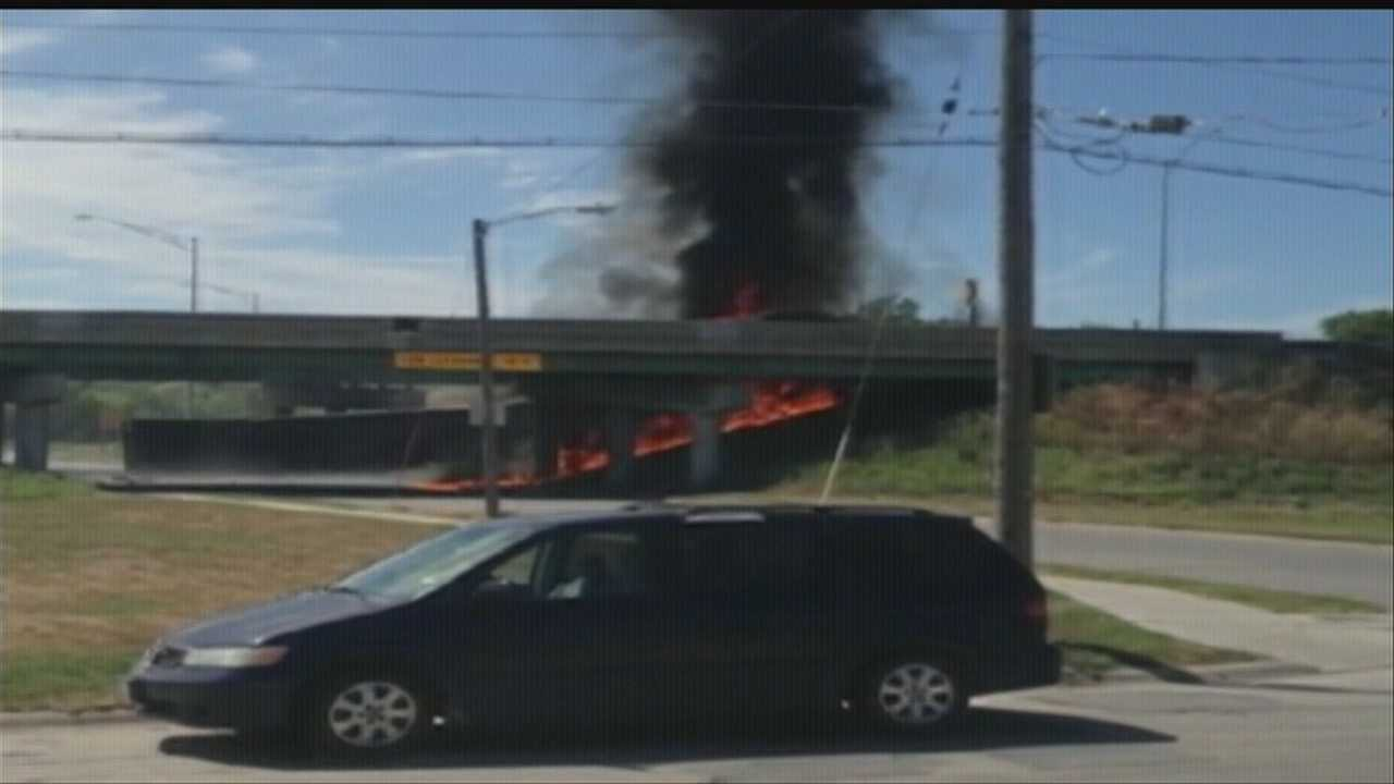 Semitrailer crash blocks Interstate 29