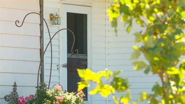 Bounty hunter knocks on Iowa family's door
