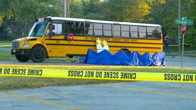 img-Police Motorcyclist tried to avoid crash with school bus