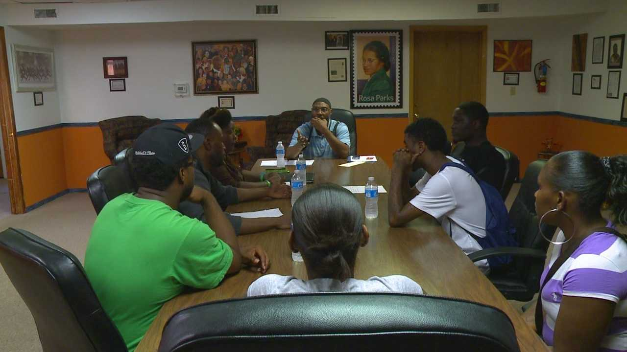 Meeting hopes to end violence