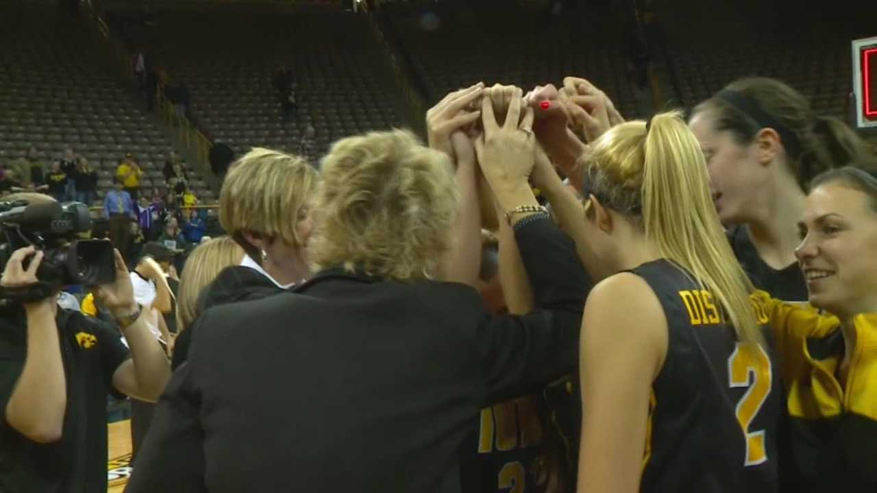 Iowa Hawkeyes womens basketball huddle