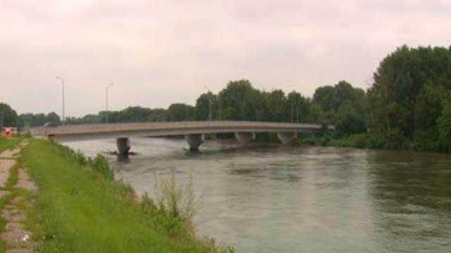 DM River flooding