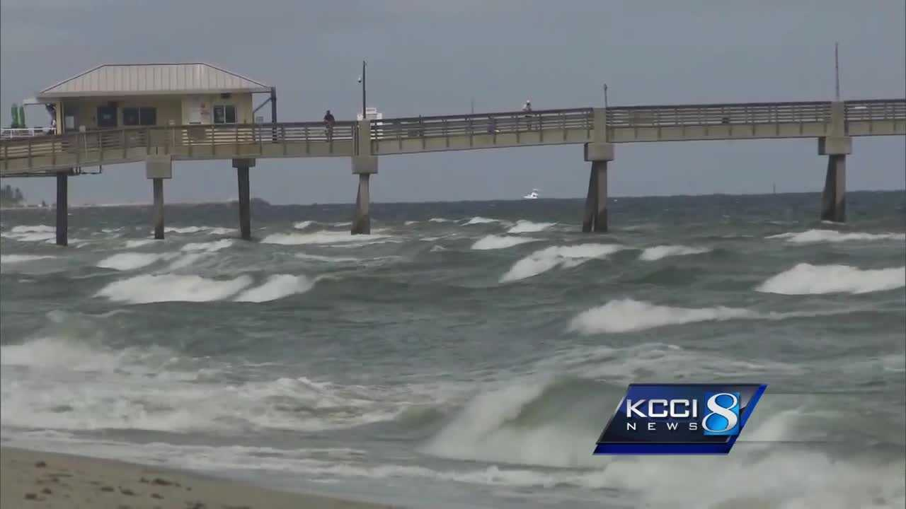 Iowans in Florida, South Carolina brace for Hurricane Matthew