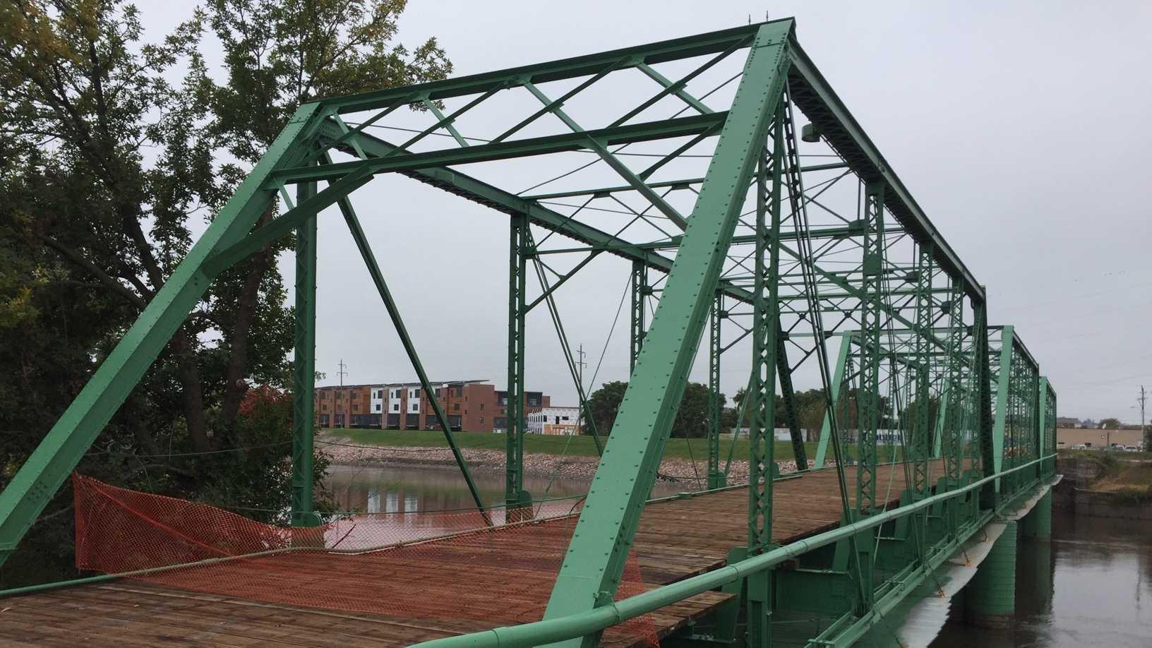 jackson_street_bridge.__new_paint_new_decking.jpg