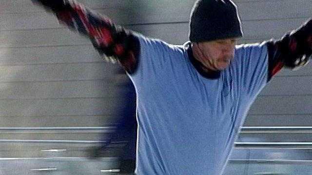 man ice skating - 22112396