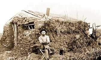 Nineteenth century American settlers often built sod homes, which often weren't permanent but did keep cool in the summer, according to history.com.
