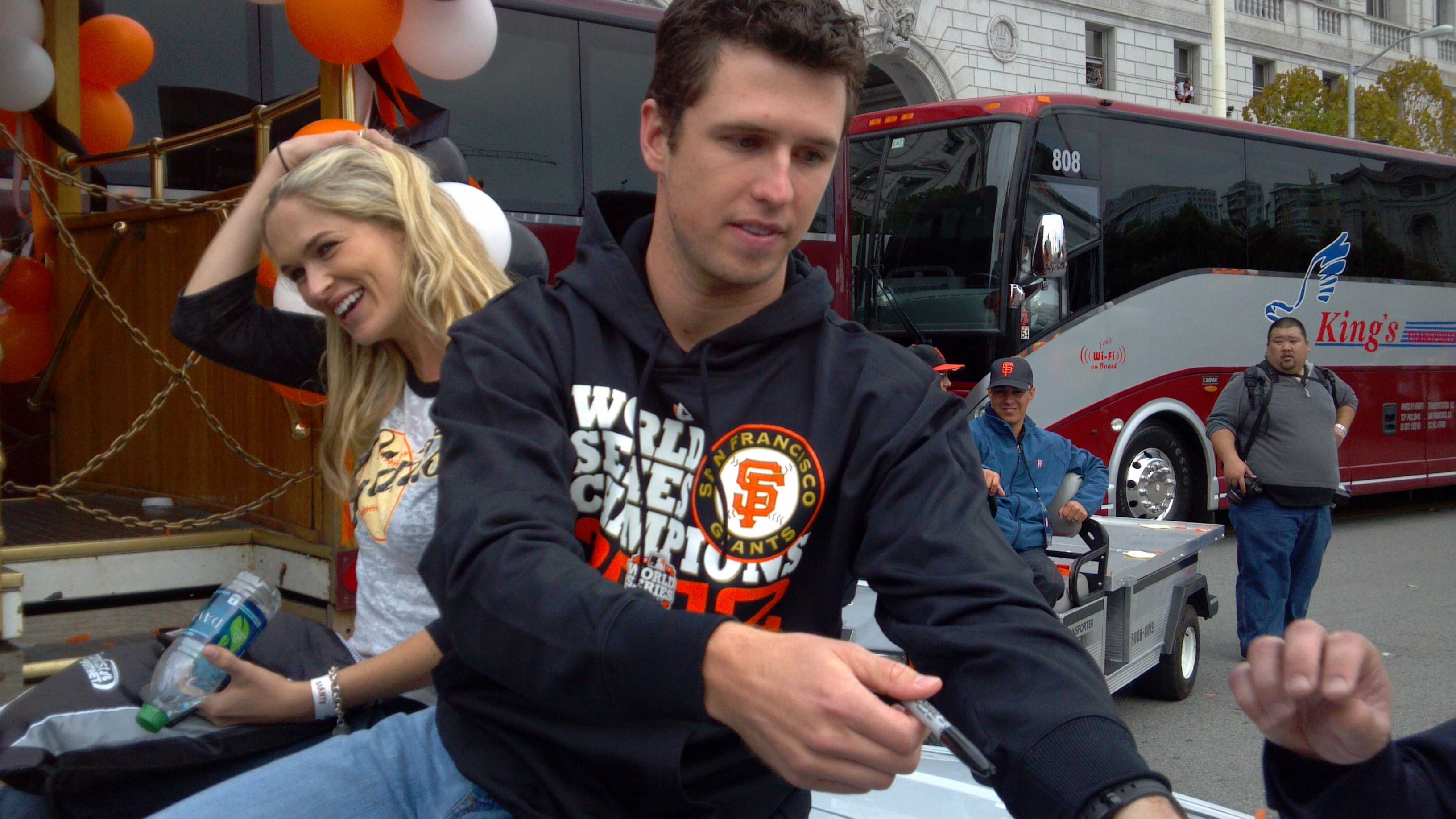 Giants parade 20 103112 JV.jpg