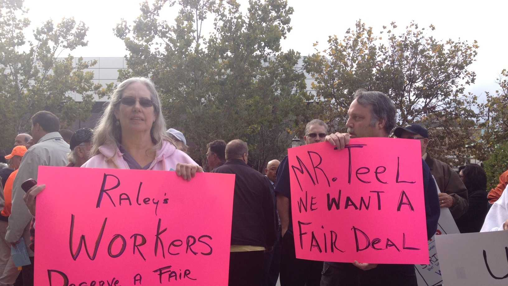 Raley's workers from Granite Bay and Fair Oaks rallied outside federal courthouse at 5th & I streets.