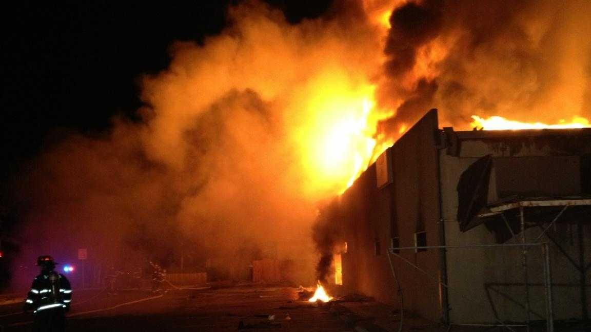 Manteca building fire