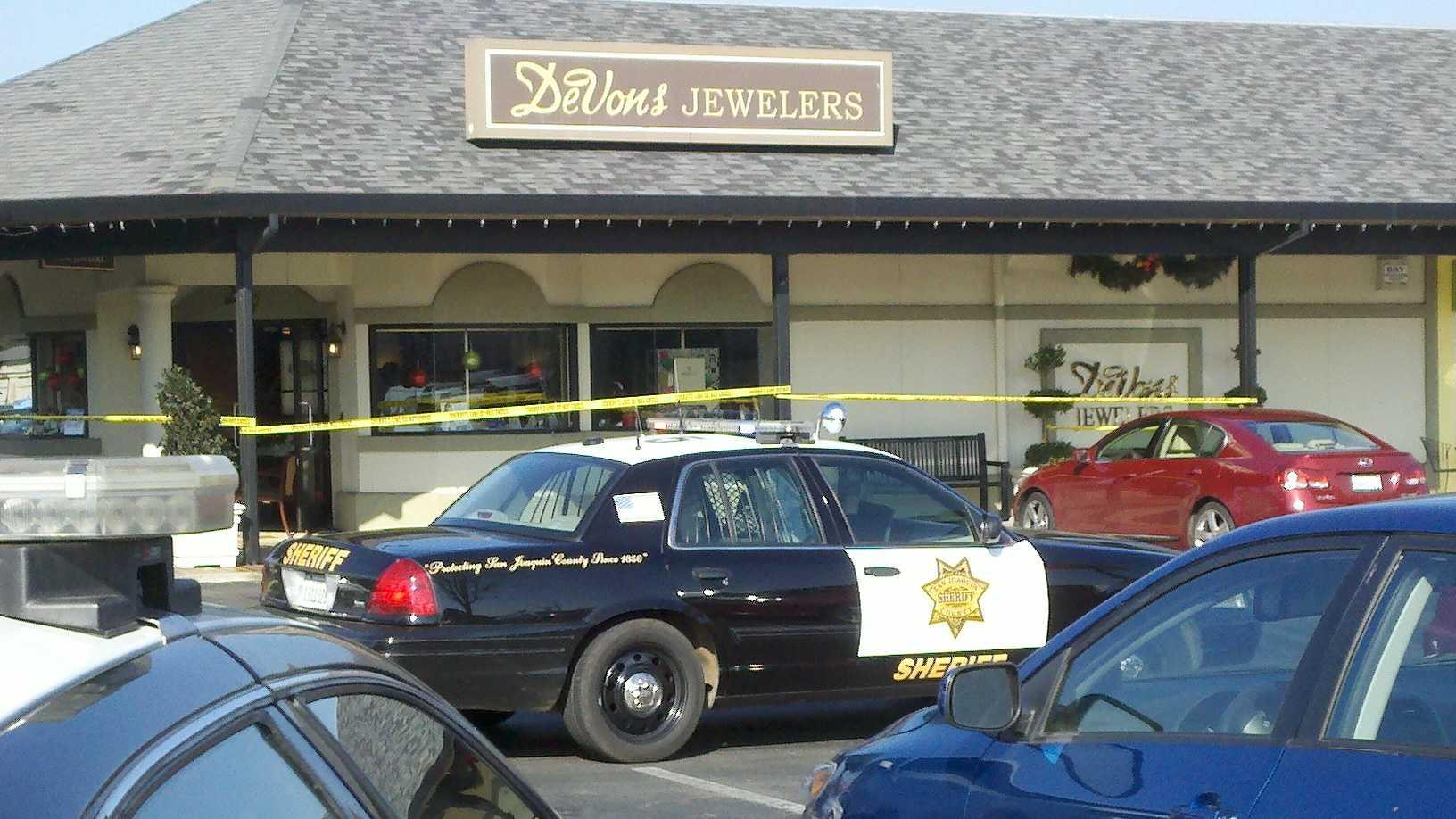 Jewelry robbery 1 112612.jpg