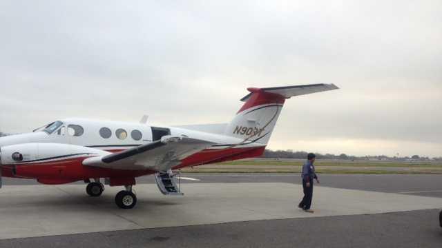 Plane-at-Modesto-Airport.jpg