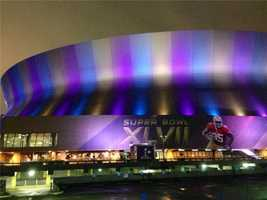It takes about 36,000 hours, 25 days, and nearly 150 people to install Super Bowl decorations.
