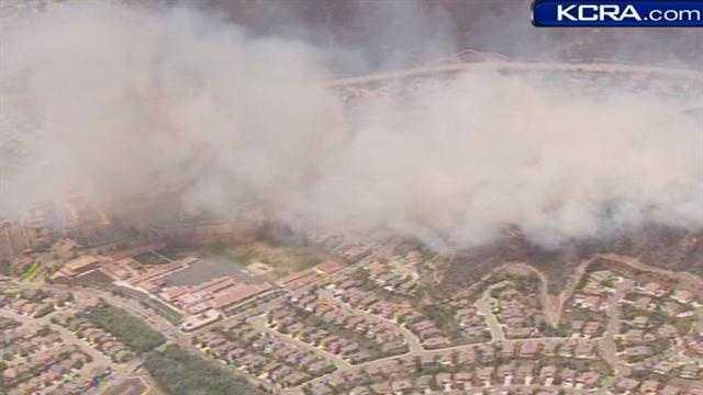 Socal fire near homes 050213 10.jpg