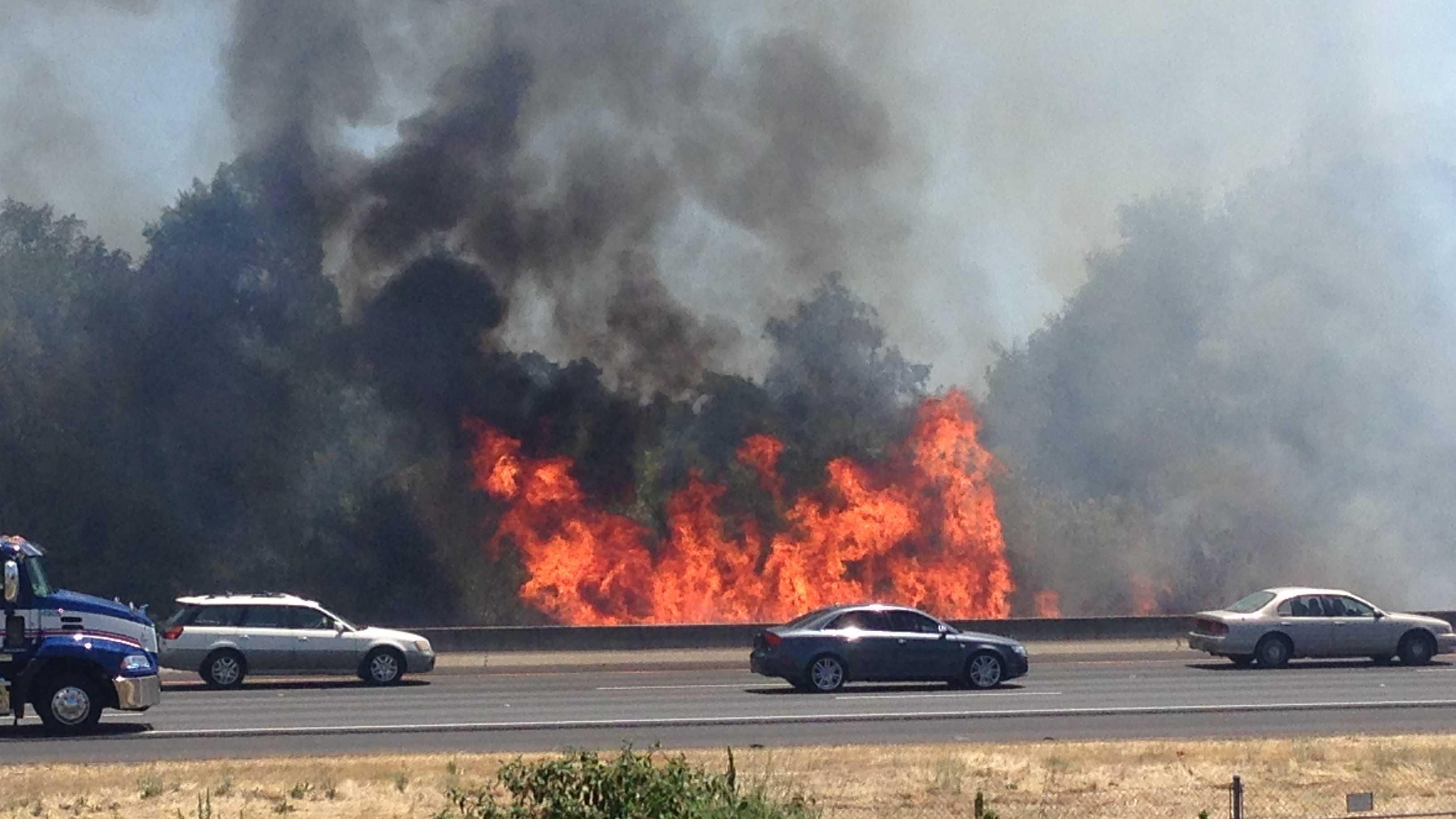 Rocklin grass fire burning off Interstate 80.