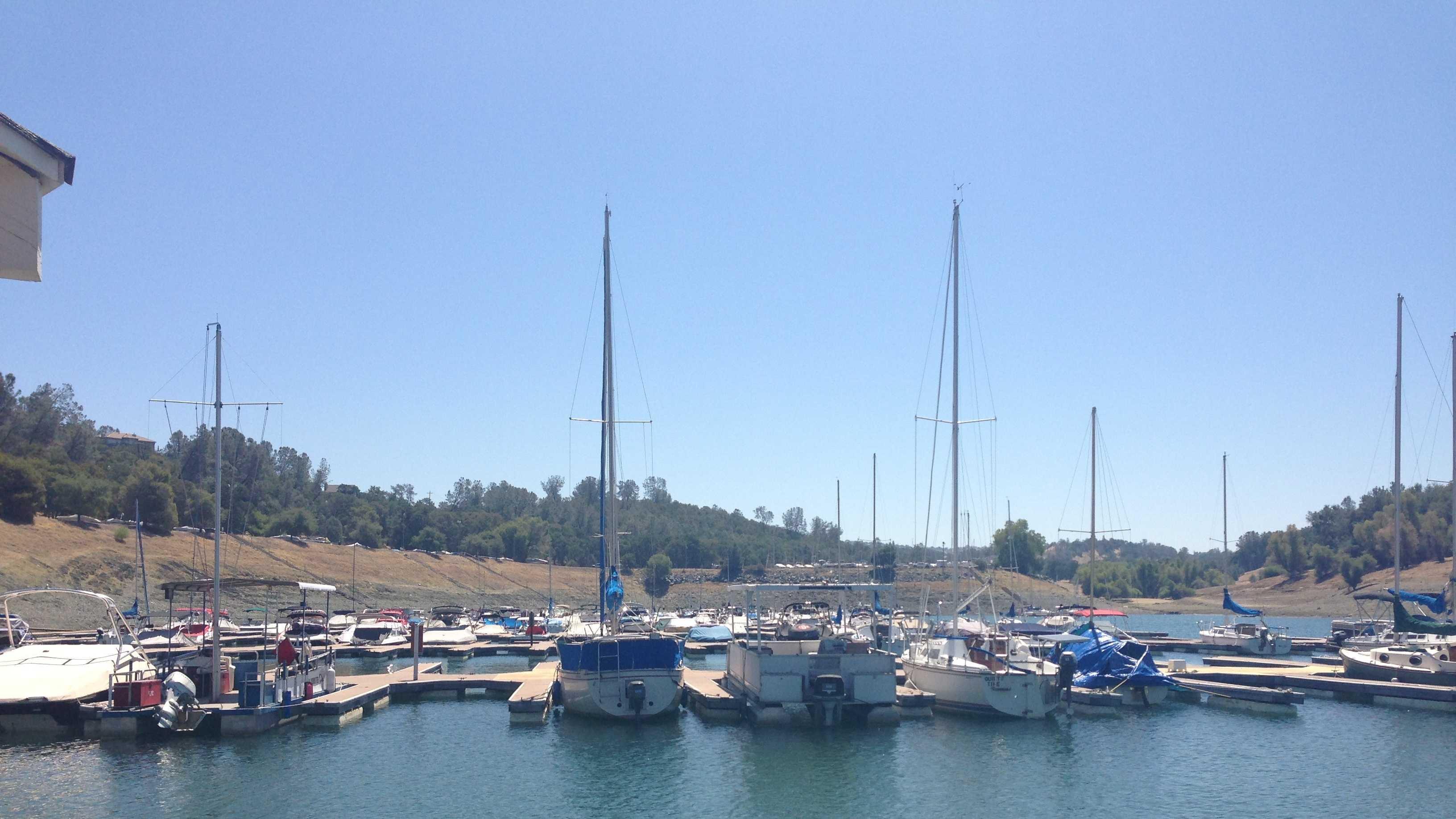 Folsom Lake boats 080513.JPG