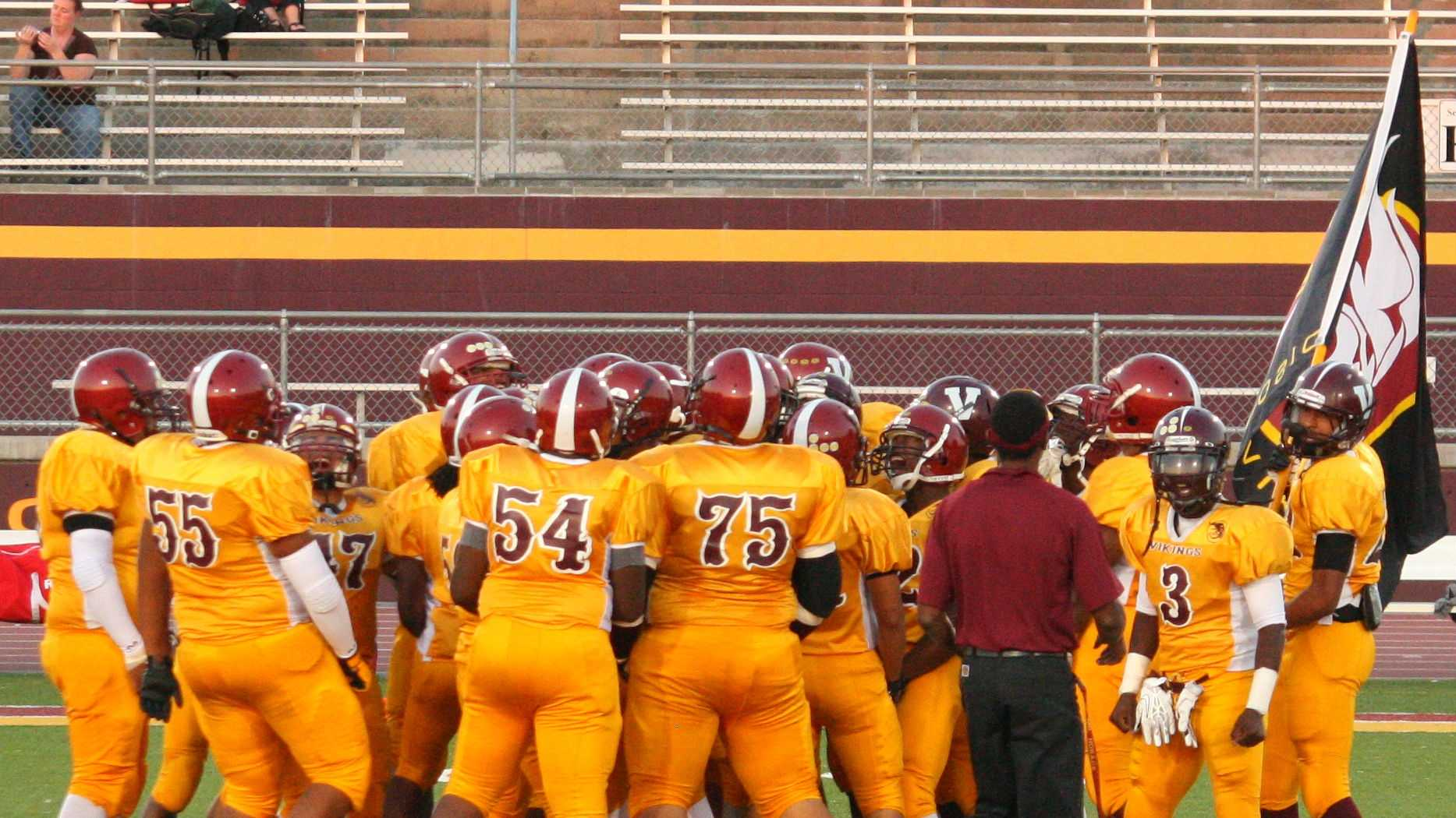 Chavez Vikings football.jpg
