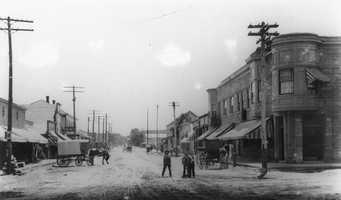In 1907, a bustling Lincoln Street shows the beginnings of a busy Roseville core.