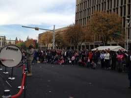 Crowds line Capitol Mall as the band performs (Nov. 11, 2013).