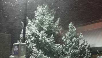 Snow falls in Grass Valley Friday. (Dec. 6, 2013)