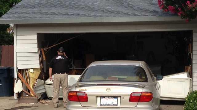 Car-into-homes-2-071514.jpg