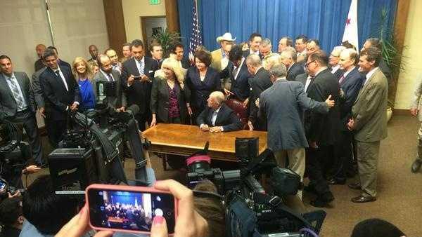 Brown sends $7.5 billion water plan to ballot