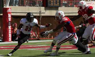 Kenny Bell reaches into the end zone in the second quarter.