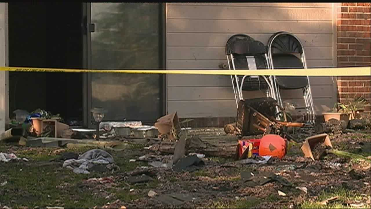 Apartment fire forces 80 from homes