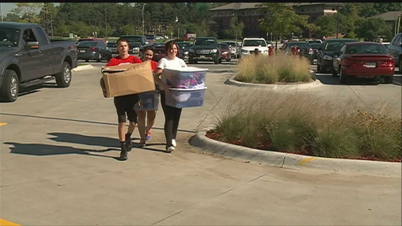 University of Nebraska freshmen move in