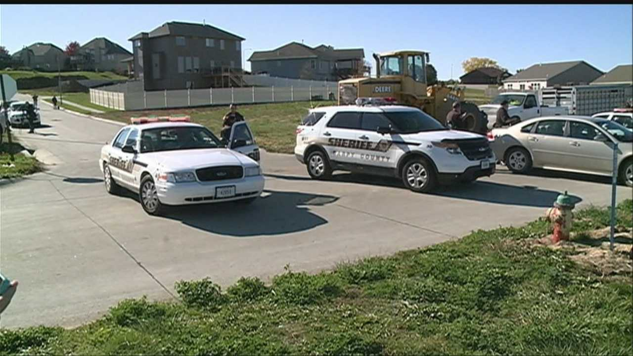 Bank robbery turns into a police chase&#x3B; ends in Sarpy County field