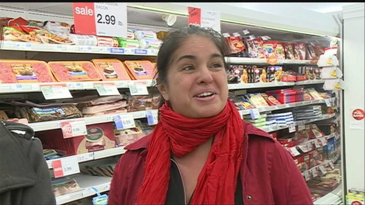Shoppers pack grocery stores as Thanksgiving approaches