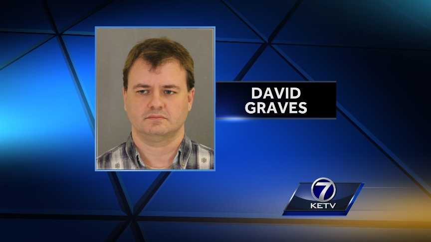 David E. Graves - img